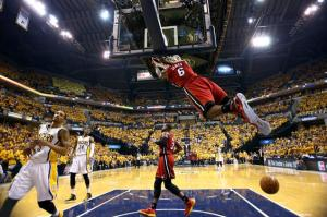lebron dunking on pacers